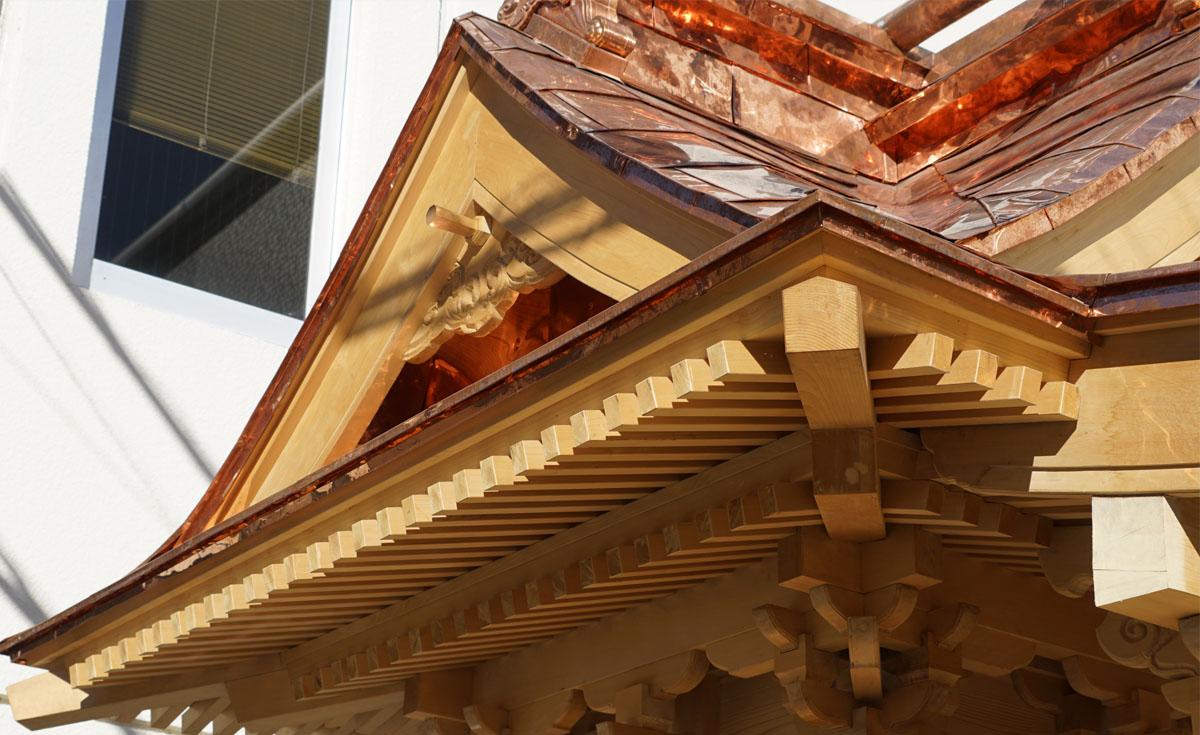 竜神八代の屋根と彫刻2