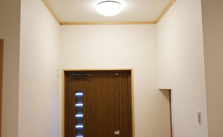 木造住宅:那珂市A邸の玄関:電灯